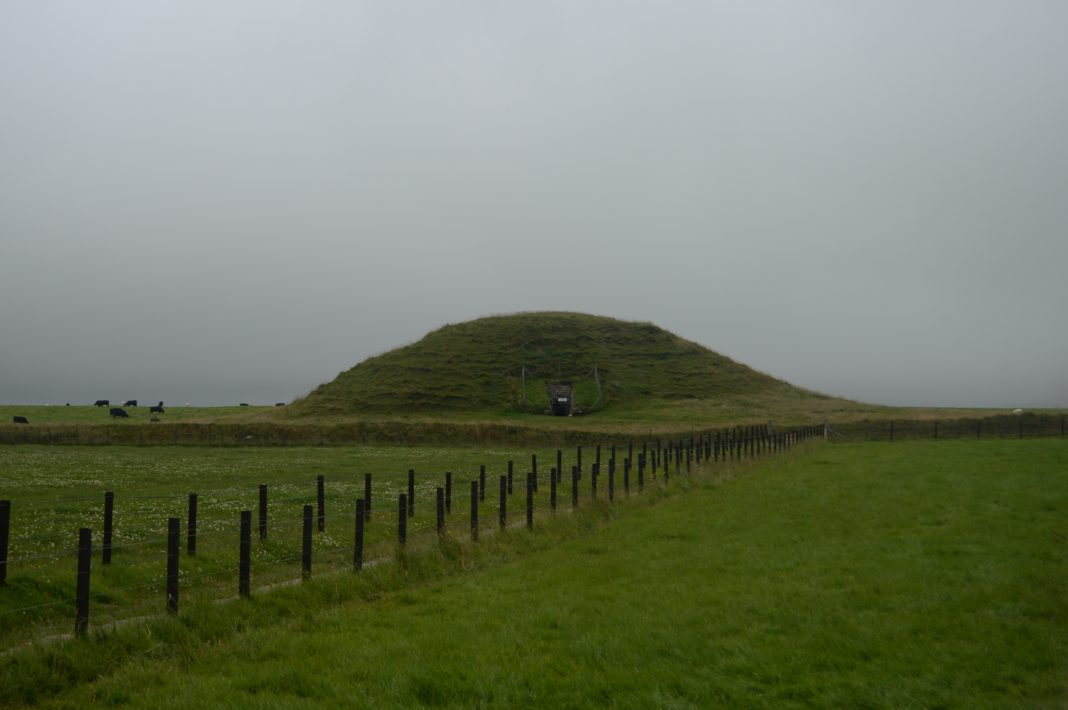 A photograph of Maeshowe chambered cairn from the south-west. Image: Nicole Smith, CC0.