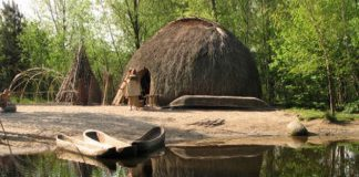 Mesolithic hut: Hans Splinter (Flickr, used under a CC BY-NC-ND 3.0)