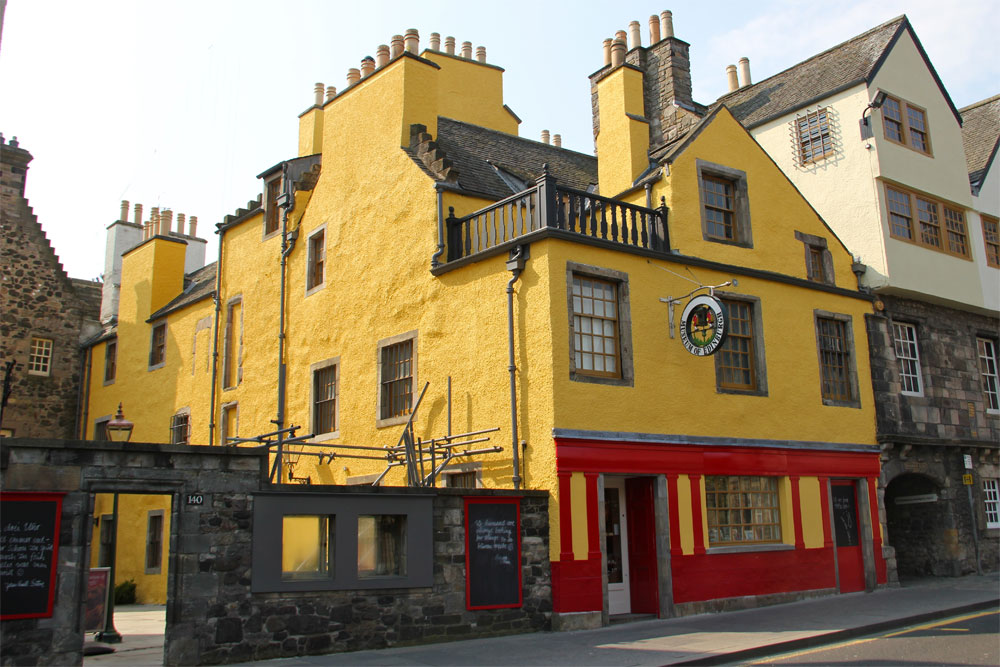 Huntly House, Canongate, Edinburgh By Stefan Schäfer, Lich (Own work) [CC-BY-SA-3.0 (http://creativecommons.org/licenses/by-sa/3.0)], via Wikimedia Commons