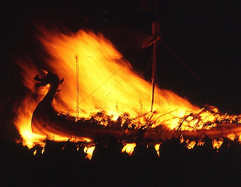 viking boat burning. Image: Wikimedia