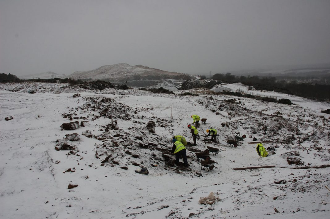 The excavation of Ravelrig palisaded settlement in January 2009 © GUARD Archaeology Ltd