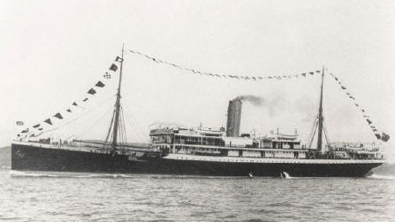 Steamship SS Mendi, which sank on 21 February 1917 with the loss of 30 British crew and 616 South Africans, mostly of the South African Native Labour Corps (SANLC). [Public domain], via Wikimedia Commons