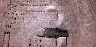 Near infra-red kite aerial photo of Kinneil Roman Fortlet By Dr John Wells [CC BY 3.0 or CC BY 3.0], via Wikimedia Commons