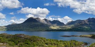 Loch Torridon By Stefan Krause, (Own work) [CC BY-SA 3.0 (http://creativecommons.org/licenses/by-sa/3.0)], via Wikimedia Commons