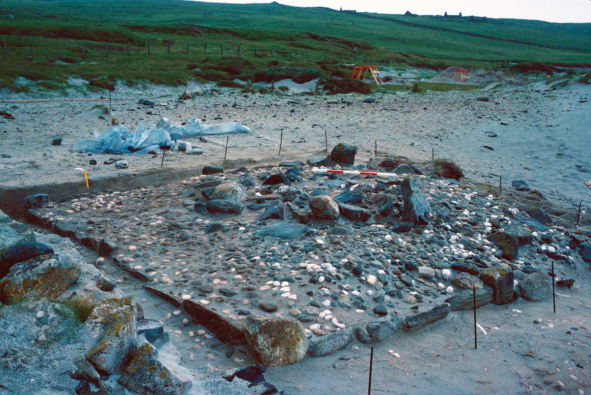 Pictish burial cairn covered with white quartz pebbles, Sandwick, Unst (© Shetland Museum and Archives).