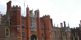 """""""Hampton Court Palace"""" by Daniel Newman at English Wikipedia - Transferred from en.wikipedia to Commons by Oxyman using CommonsHelper.. Licensed under Public Domain via Wikimedia Commons - https://commons.wikimedia.org/wiki/File:Hampton_Court_Palace.jpg#/media/File:Hampton_Court_Palace.jpg"""